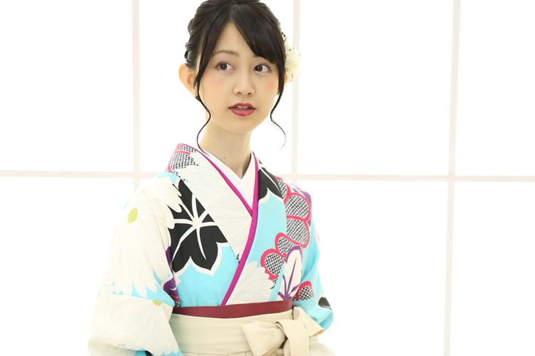 卒業袴。今年は「白」がかわいいです。